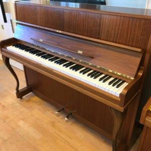 Nordiska Pianofabriken   Classica   Valnöt