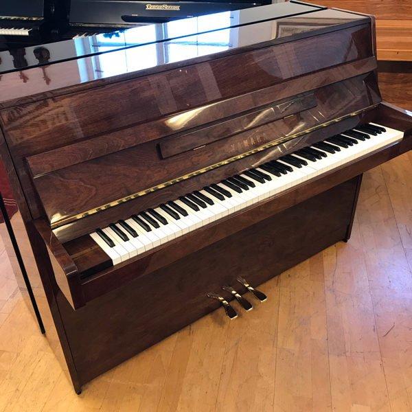 Piano Yamaha | C-108 | Polerad valnöt