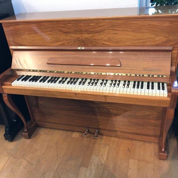 Piano Jahn | Polerad valnöt - Front