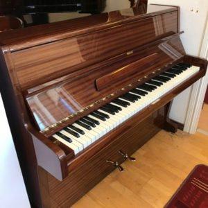 Nordiska pianofabriken | Polerad mahogny