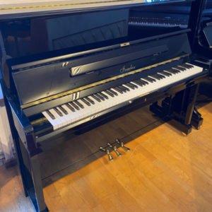 Piano Irmler 122 | Svart högblank