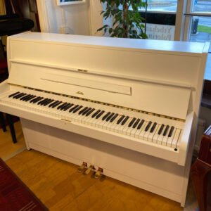 Piano Sauter M107 | Vit sidenmatt