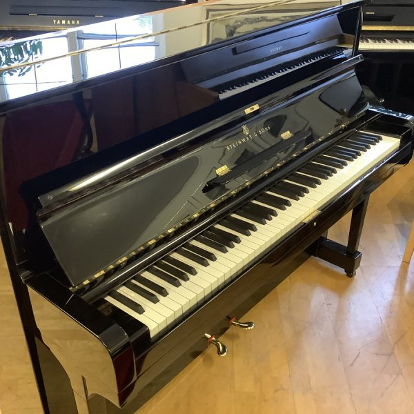 Piano Steinway & Sons modell Z   Polerad svart